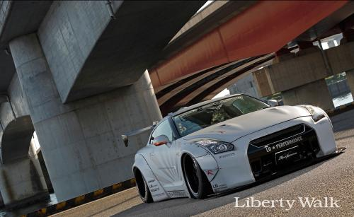 Nissan-GT-R-New-Body-Kit-Parts-Released-By-Liberty-Walk-2