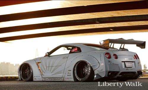 Nissan-GT-R-New-Body-Kit-Parts-Released-By-Liberty-Walk-4